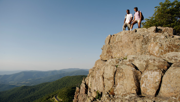 couple hiking to overlook in the Shenandoah Valley